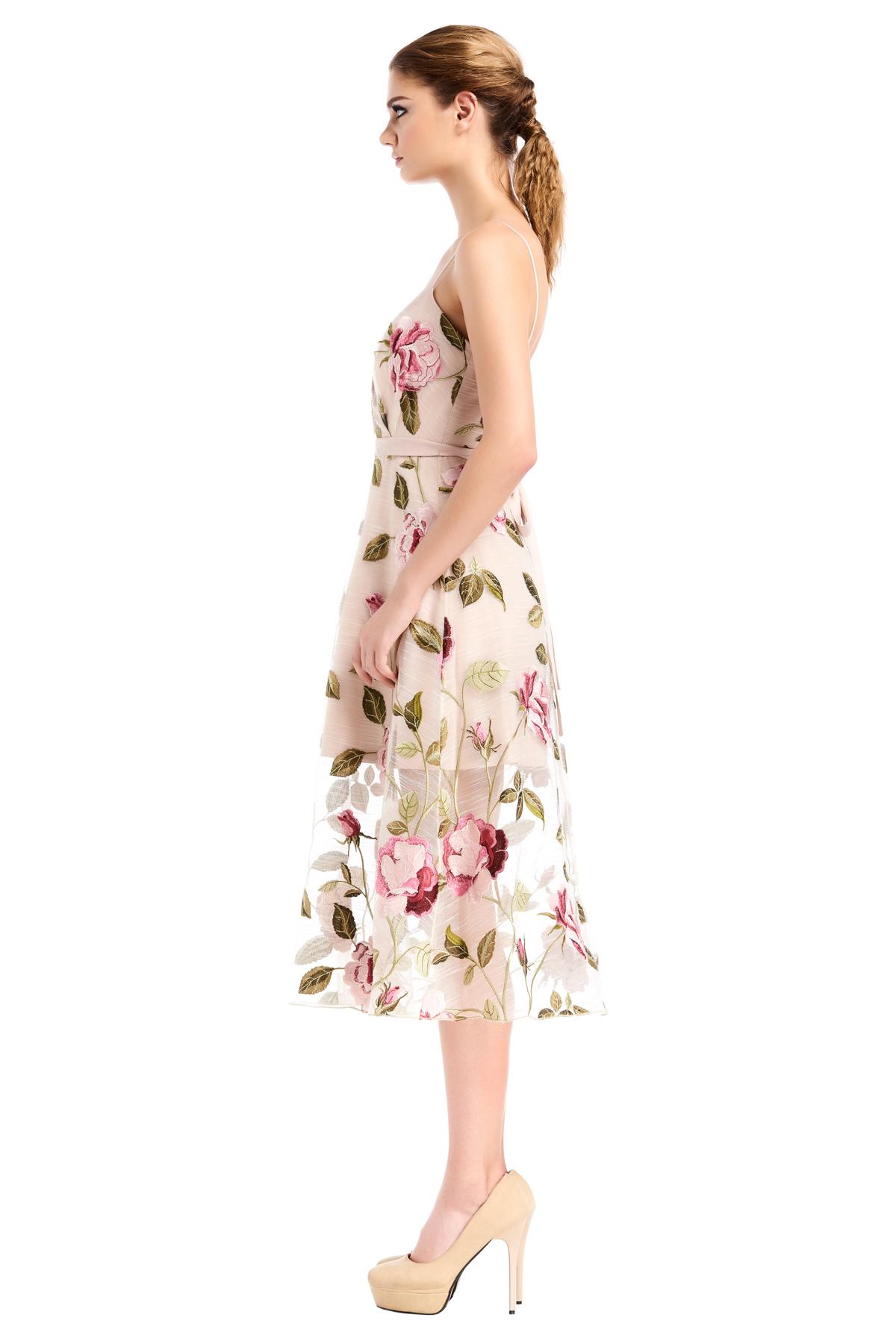 WEE Brand, dress, floral dress, print dress, creme dress, long dress. party dress, designer dress, outfit, fashion, ชุดแบรนด์เนม, เช่าชุด, เดรส, เดรสยาว, ชุดออกงาน, ชุดปาร์ตี้